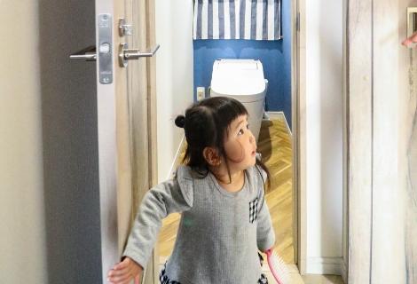 子供 写真 トイレ