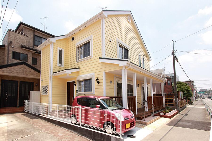 家事動線の良さも考慮した、 ひかり溢れるフラワーショップの家