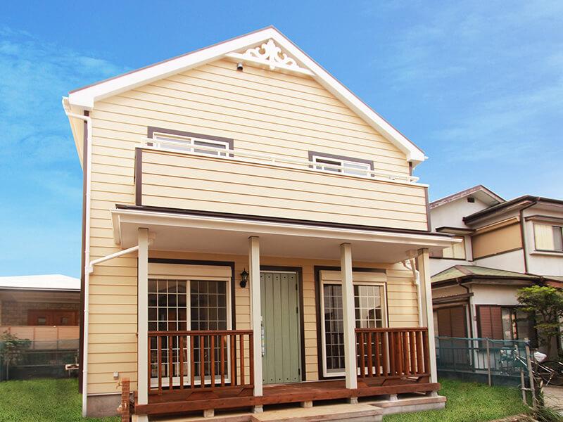 [1538万円]左右対称の切妻屋根が上品な 三角屋根のオールドアメリカンハウス