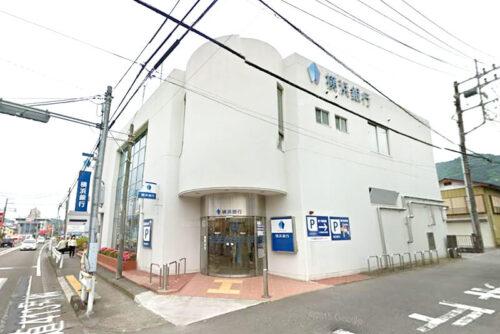 横浜銀行:約1,450m<br>徒歩約19分、車約4分
